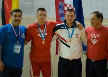 Slika 17. Brončani Nenad i zlatni Neven Žugaj sa 26. Svjetskog vojnog prvenstva u hrvanju održanog u Solinu 2008. godine.