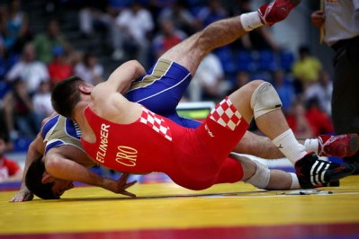 Slika 22. Srebrni Dominik Etlinger u finalnoj borbi s Rusom Labazanovim na juniorskom Prvenstvu svijeta u Budimpešti 2010. godine.