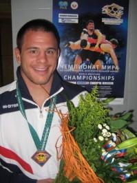 Slika 24. Nenad Žugaj na pobjedničkom postolju na seniorskom Prvenstvu svijeta u Moskvi 2010. godine.